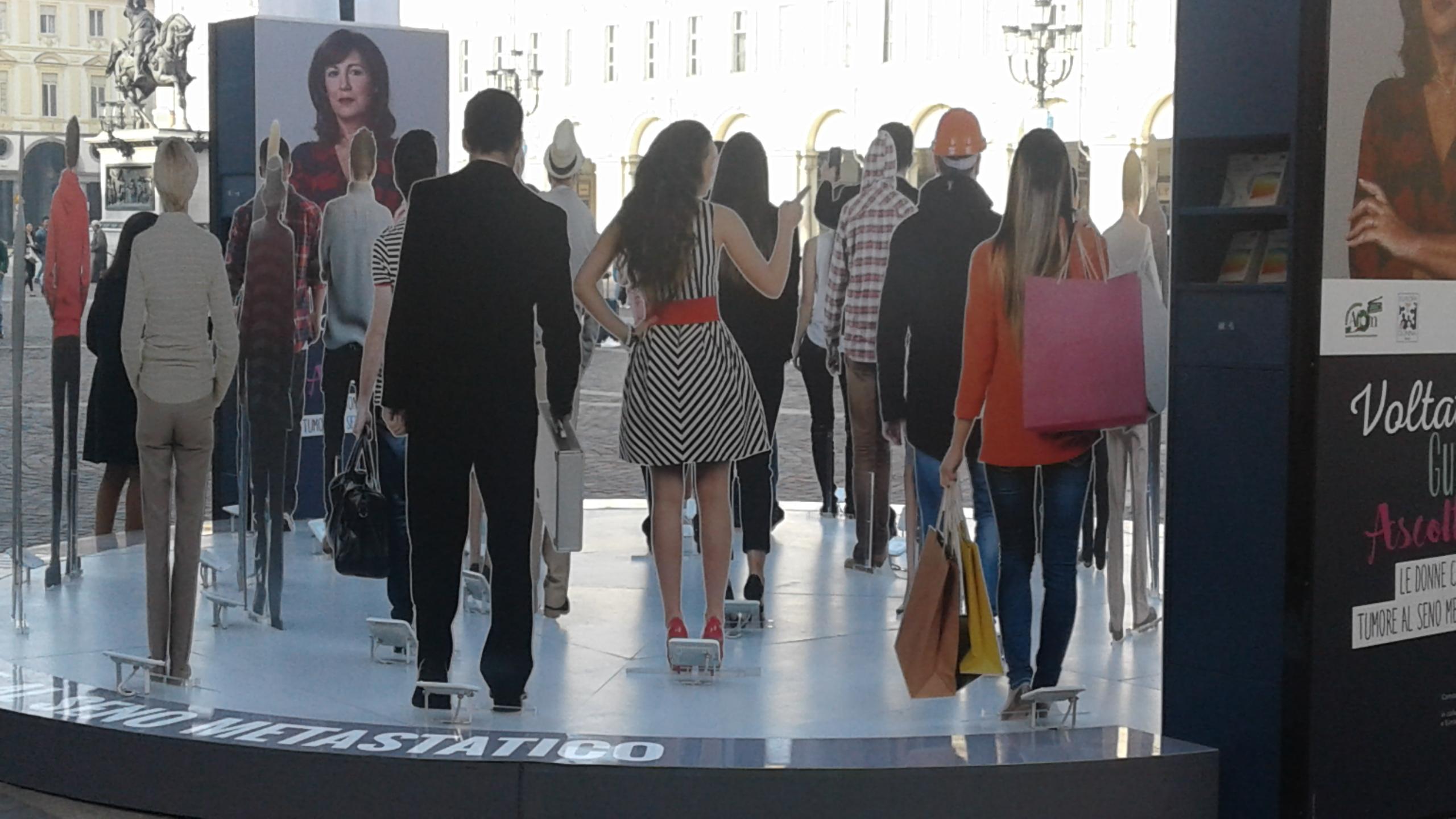 Medicina Narrativa per strada: La Folla Immobile.